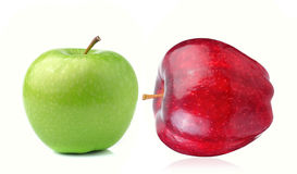 Roter und grüner Apfel auf weißem Hintergrund Stockbild