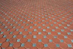 Roter und hellblauer Ziegelsteinboden Stockbild