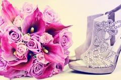 Roter und rosa Calla und Rosen schön Lizenzfreie Stockfotografie