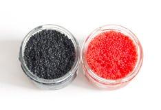 Roter und schwarzer Kaviar in den Glasgläsern Stockfoto