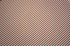 Roter und weißer diagonaler gestreifter Hintergrund stockbild