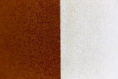 Roter und weißer Musterbeschaffenheitshintergrund der rauen Oberfläche lizenzfreie stockfotos