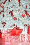 Roter und weißer Weihnachtsbaum Stockbild