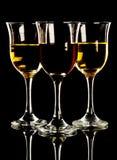 Roter und weißer Wein in drei Gläsern lizenzfreie stockfotografie