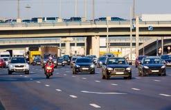 Roter Verkehr des Motorrads auf der Autobahn lizenzfreies stockfoto