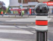 Roter Verkehrs-Kegel auf Straße Lizenzfreie Stockfotografie