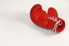 Roter Verpackenhandschuh lizenzfreies stockbild