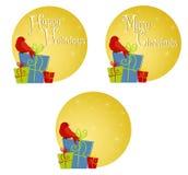 Roter Vogel, der auf Geschenken 2 sitzt Stockbild