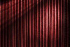 Roter Vorhang der asiatischen Art im Weinlesetheater mit Licht Lizenzfreies Stockbild