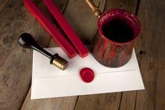 Roter Wachsstab mit Stempel und Zeichen Lizenzfreies Stockfoto