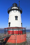 Roter weißer u. blauer Leuchtturm lizenzfreies stockbild