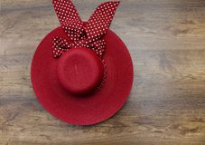 Roter weiblicher Hut Lizenzfreie Stockbilder