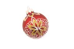 Roter Weihnachtsball mit bunten Designen Lizenzfreie Stockfotografie