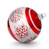 Roter Weihnachtsball mit den Schneeflocken lokalisiert auf weißem Hintergrund Lizenzfreies Stockfoto