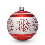 Roter Weihnachtsball mit Schneeflocken auf weißem Hintergrund Stockfotografie