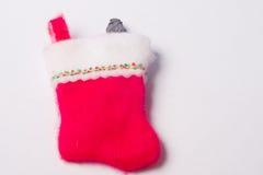 Roter Weihnachtsstrumpf mit Klumpen des Kohlehaftens Lizenzfreie Stockfotografie