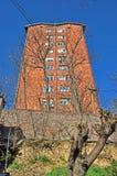 Roter Wolkenkratzer Stockbilder