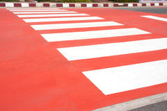 Roter Zebrastreifen Stockbild