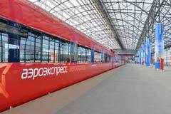 Roter Zug Aeroexpress Lizenzfreies Stockbild