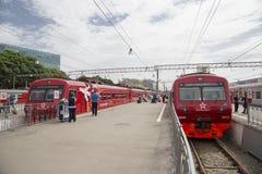Roter Zug Aeroexpress -- ist der Betreiber von Luft-Bahnnetzservicen in Moskau, Russland Lizenzfreie Stockfotografie