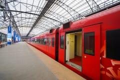 Roter Zug Aeroexpress in Sheremetyevo-Flughafen Lizenzfreies Stockbild