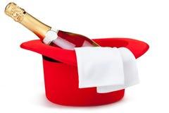Roter Zylinder mit Champagner Stockbild