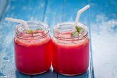 - Rotera den röda fruktsaftvattenmelon Arkivbilder