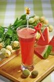 - Rotera den röda fruktsaftvattenmelon Arkivbild