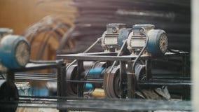 Roterande chain kugghjul - del av industriellt maskineri - tillverkning arkivfilmer