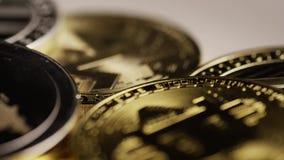 Roterande skott av Bitcoins den digitala cryptocurrencyen arkivfilmer
