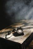 Roterande telefon för gammal Retro tappning, Smokey Room Royaltyfri Bild