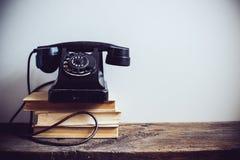 Roterande telefon för tappning arkivbilder