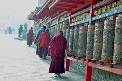 Roterend wiel, samsara, het beeldhouwwerk van Boedha, boeddhistisch beeldhouwwerk, boeddhistisch beeldhouwwerk, het standbeeld va royalty-vrije stock afbeeldingen
