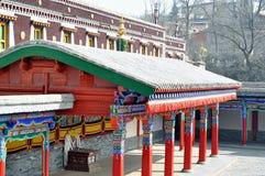 Roterend wiel, samsara, het beeldhouwwerk van Boedha, boeddhistisch beeldhouwwerk, boeddhistisch beeldhouwwerk, het standbeeld va stock fotografie