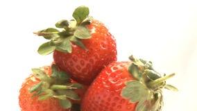 Roterende cluster van aardbeien stock footage