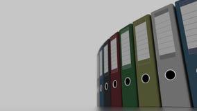 Roterende gekleurde bureaubindmiddelen voor rapporten en presentaties 4K naadloze loopable klem, ondiepe nadruk stock video