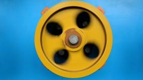 Roterende met rubber bekleede wielen van de windende machine stock videobeelden