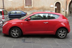 Rotes Alpha-Romeo Mito-Auto Stockbilder