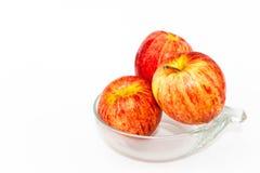Rotes Apple in der Schüssel Stockbilder
