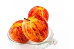 Rotes Apple in der Schüssel Lizenzfreies Stockbild