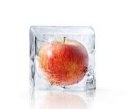 rotes-apple-eingefroren-innerhalb-des-gr