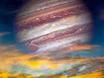 rotes Auge von Jupiter und von Sonnenuntergang Stockfoto