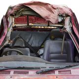 Rotes Autodach demoliert Stockfotografie