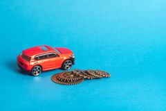 Rotes Automodell auf einem blauen Hintergrund lizenzfreie stockbilder