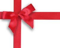 Rotes Band und Bogen auf weißem Hintergrund Stockbilder