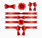 Rotes Band und Bogen eingestellt für Geburtstags-Weihnachtsgeschenkbox real stock abbildung