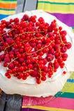 Rotes Beeren pavlova stockbilder