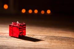 Rotes, blistyaschy Geschenk Lizenzfreies Stockfoto
