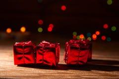 Rotes, blistyaschy Geschenk Lizenzfreies Stockbild