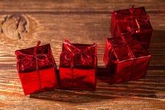 Rotes, blistyaschy Geschenk Stockfoto